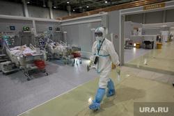 Временный госпиталь  ГКБ №24  для больных COVID-19 на ВДНХ. Москва, палата интенсивной терапии, врач, больница, реанимация, медик, covid19, коронавирус, сиз, covid, ковид, врач в костюме, врач в маске, врач в защитном костюме, ковидный госпиталь, ковид19, госпитль