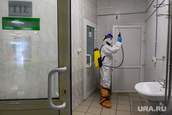 Дезинфекция красной зоны Госпиталя ветеранов войн. Екатеринбург, защитный костюм, дезинфекция, уборка помещения, противовирусные средства, санитарная обработка