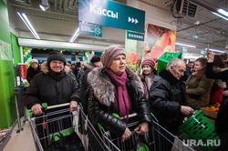 Открытие супермаркета «Перекресток». Екатеринбург, продуктовый магазин, покупатели, очередь , супермаркет