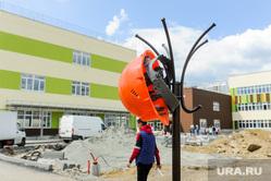 Алексей Текслер посетил строительство образовательного центра. Челябинск, каска строительная, стройка, образовательный центр№5