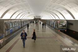 Спальные районы Москвы во время периода самоизоляции. Москва, лето, метро, строгино