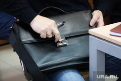 Судебное заседание по уголовному делу бывшего замгубернатора Пугина Сергея. Курган, сумка, портфель, сумка с документами