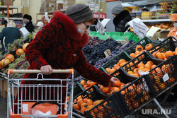 Торговый центр. Курган, продукты, покупатели, цены, фрукты, супермаркет, продуктовая корзина, хурма, магазин, тележка с продуктами, покупки, покупатель, цены на продукты, продукты питания