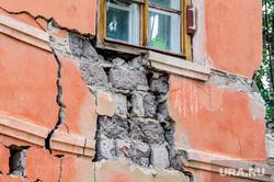 Обрушение части двухэтажного жилого дома на улице Кронштадской. Челябинск, руины, трещина, аварийное жилье, ветхое жилье, ветхо-аварийный дом
