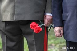 Открытие памятника пограничникам всех поколений. Курган, гвоздики, военная форма