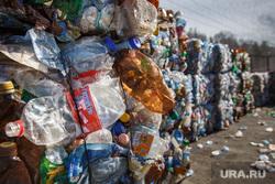 Полигон ТБО и цех сортировки. «Спецавтобаза». Екатеринбург, мусор, пластиковые бутылки, тбо, гора, отходы, бутылки, сортировка мусора, обуховская, пластик, хлам, куча, окружающая среда, экология, отбросы, помои, спрессованный мусор, прессованный, сортированный