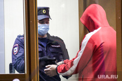 Избрание меры пресечения Виталию Бережному, подозреваемому в убийстве Насти Муравьевой, в Ленинском районном суде. Тюмень, осужденный, пристав, скамья подсудимых, подсудимый, полиция, заключенный, бережной виталий