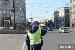 Проверка водителей и пассажиров на соблюдение масочного режима. Челябинск, гаи, полиция, гибдд, дпс, дорога