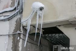 Город в снегу. Курган, сосульки, камера наблюдения