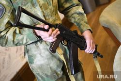 Пресс-конференция Дмитрия Ионина по стрельбе в Камышлове. Екатеринбург, автомат, оружие