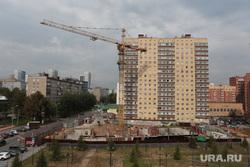 Виды города. Пермь, новостройка, строительство дома, кран башенный, горького 86