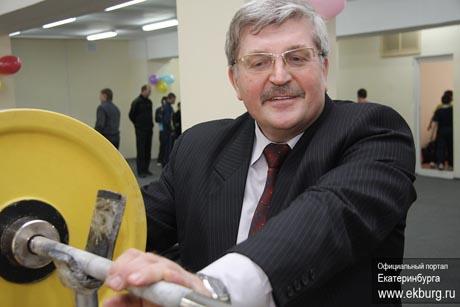 Член команды Чернецкого празднует день рождения. Круче всех поздравил мэр, трогательнее прочих – политический соперник