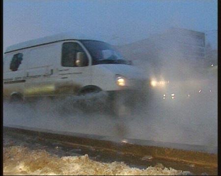 В Екатеринбурге произошел прорыв трубопровода на ул. Щорса-Белинского