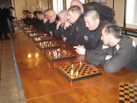 Помощник свердловского депутата оказался в VIP-колонии. Он выдержал битву с 17 осужденными. Бой длился 2,5 часа