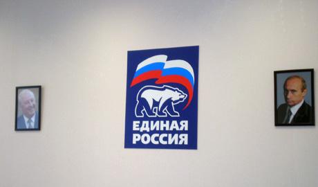 В кабинетах снимают со стен портреты Росселя. В приемной Путина от губернатора избавились на неделю раньше срока