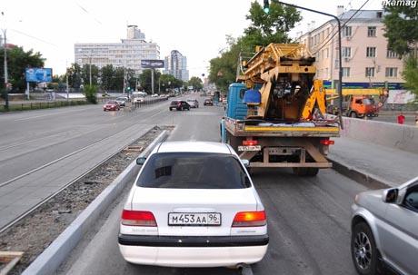 Мэрия и ГИБДД Екатеринбурга начали информационную войну из-за бордюрного камня на Макаровском мосту. Оказывается, его установку все-таки согласовали заранее (СКАН)