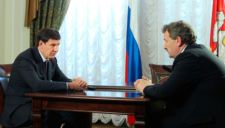 Юревич встретился с главой одного из самых успешных муниципалитетов области. «Недопустимо, чтобы люди, выходя из своего дома, буквально попадали в грязь»